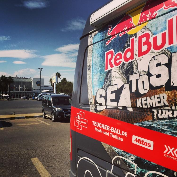 Ankunft am Airport Antalya mit dem RBR - S2S Sprinter